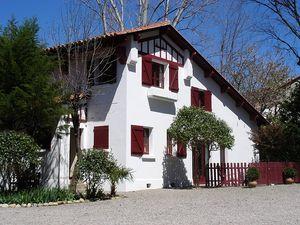 Détails : La Villa du Parc: Chambres de charme au pied des Pyrénées avec parc et piscine